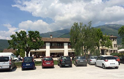 トレビーゾ、ヴァルドッビアーデネのリバ・デ・ミランの駐車場
