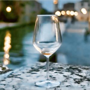 ベネチアで撮影された空になったワイングラス